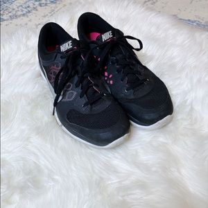 NIKE Black and Hot Pink Tennis Running Shoes